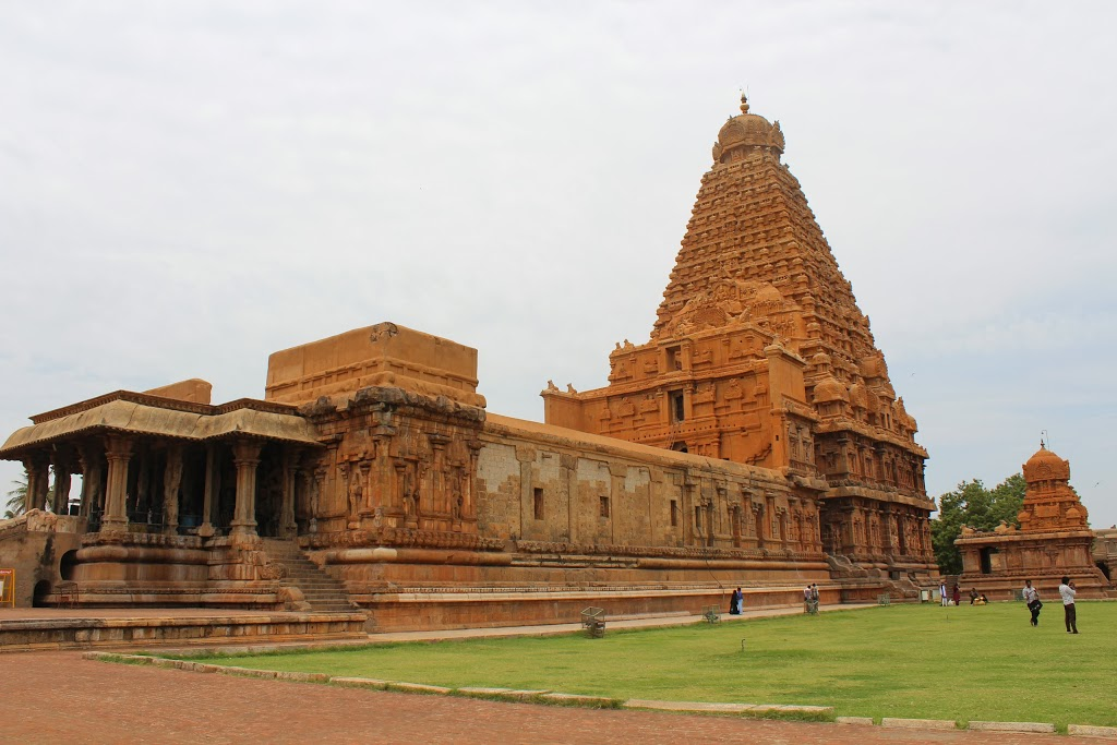 brihadeeswara temple Thanjavur temple timings, darshan, opening and closing hours, pooja timings, abhishekam, darshan ticket cost, address, temple contact number.